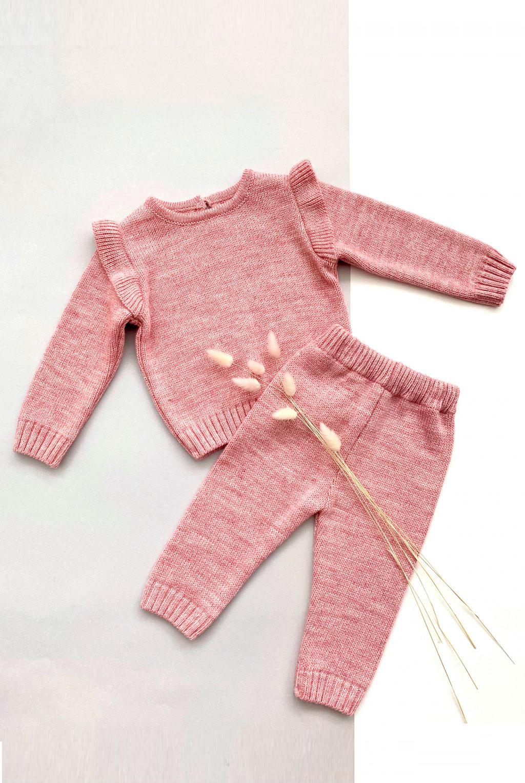 Костюм для малышей розовый, с рюшами на плечах