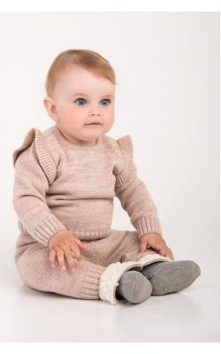 Костюм для малышей бежевый, с рюшами на плечах